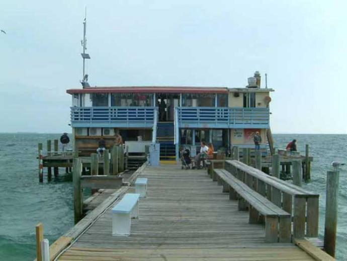 Rod and reel pier restaurant tropical breeze beach club for Anna maria island fishing pier